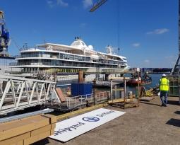 Opslagruimte gevuld met cruiseschip-interieur
